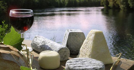 Loire Wine Tour - Cheese and river_CLazi_CRTCentreValdeLoire
