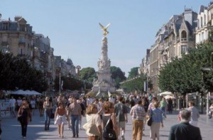 Champagne holidays: Place D'erlon- Reims Tourisme