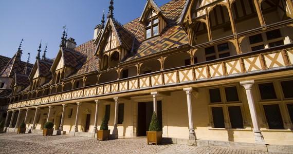 Burgundy Wine Tours - cour Hospices de Beaune - Beaune Tourisme © F. Vauban