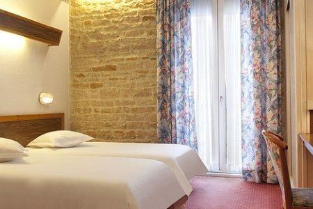 Hotel le Jura bedroom