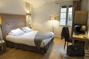Hostellerie des Clos bedroom
