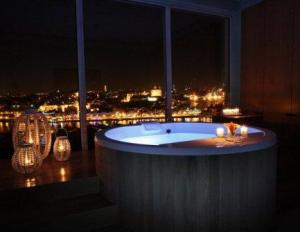 Barrel Bath at the Yeatman