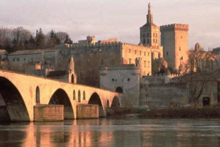 Rhone wine tour C01-02_QUADRI CMJN 300 DPIPont_Avignon_Palais_papes©D_LEFRANC_coll-cdt84