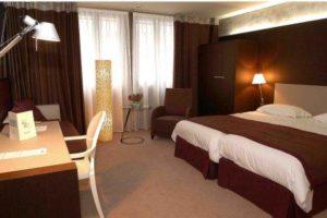 Hotel de la Paix- room