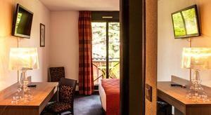 Les Amandiers bedroom (2)