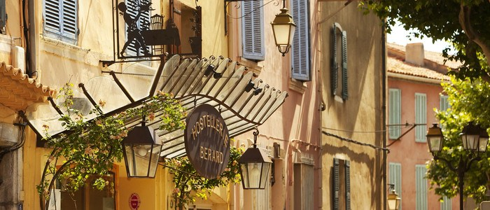 BAndol wine tour hostellerie berard et spa-facade (hotel entrance)
