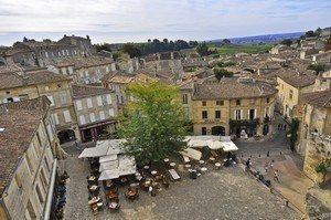 Saint Emilion wine tour place du marché St Emilion- Credits HEURISKO