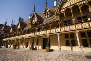cour Hospices de Beaune - Beaune Tourisme © F. Vauban